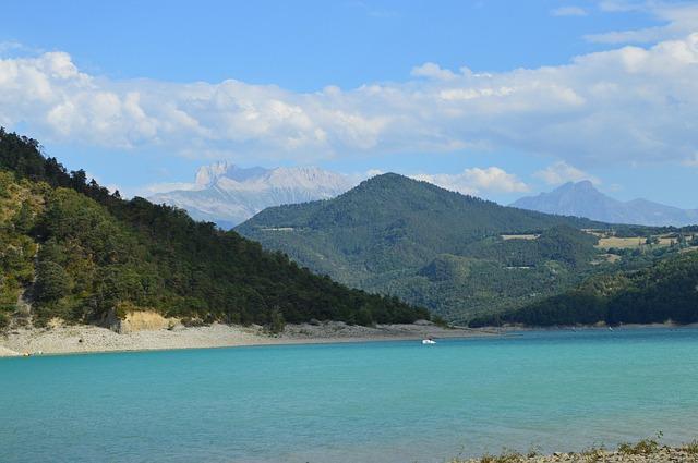 Les meilleurs lacs pour la baignade et la randonnée autour de Grenoble